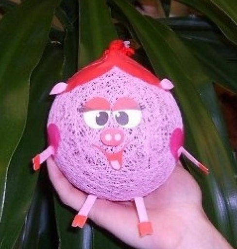 Свинка из ниток и воздушных шаров